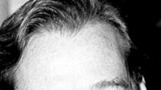 SUUR POISS JA VÄIKE POISS: James Hewitt (ülal) möönab, et Harry sarnaneb temaga, kuid kinnitab, et Diana noorem poeg pole tema sigitatud. Neil, kes imestavad, kuidas võib blondi Diana ja brüneti Charlesi järeltulija olla punapea, tasub pilk heita Diana venna krahv Spenceri fotole (all). Pole kahtlust, et porgandikarva juuksed ja tedretäpid on Spencerite suguvõsa tunnused.