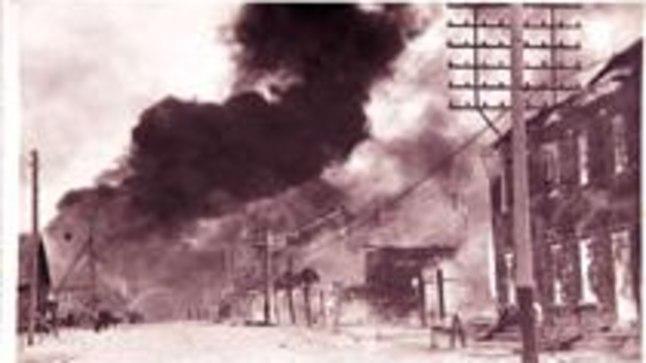 LAUSTULI: Mõnekümne minutiga põles peaaegu kolmandik toonasest Petserist. Allatuult oli täielik põrgu ning tuli peatus alles linna piiril. Hävis 212 maja.