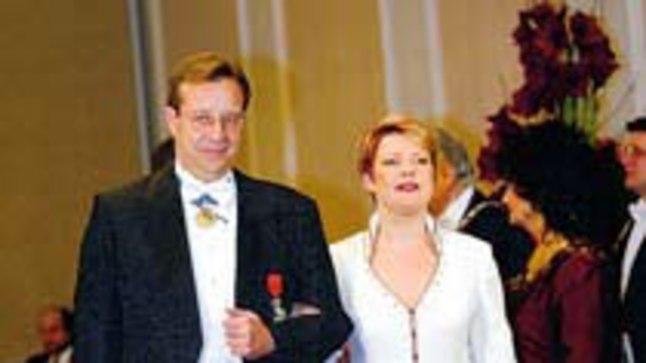 AMETLIKULT MEES JA NAINE: Tänavu vabariigi aastapäeval presidendi vastuvõtul olid Evelin Int-Lambot ja Toomas Hendrik Ilves veel elukaaslased.