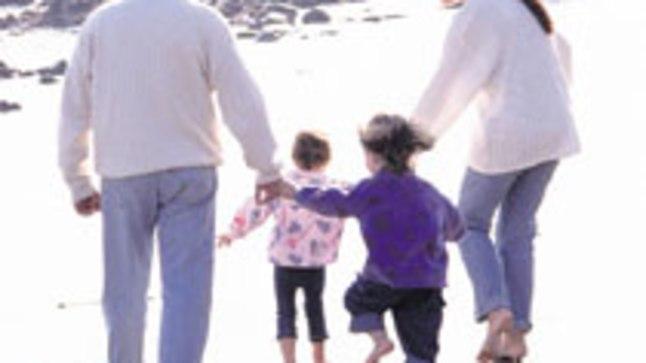 ÕNNELIK PERE: Lapsendamisel peetakse silmas, et laps leiaks endale hoolitsevad vanemad ja turvalise kodu.