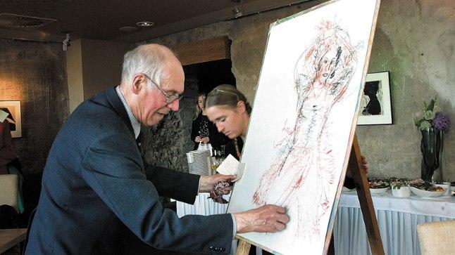 VANAMEISTER: Evald Okas esitles publikule, kuidas tema teosed sünnivad.