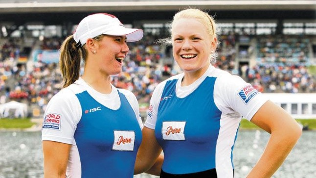 ESIMENE LINNUKE KIRJAS: Jevgenija Rõndina (vasakul) ja Kaisa Pajusalu Müncheni MM-kanali ääres pärast teise koha saavutamist C-finaalis. Kokkuvõttes teeniti 14. koht.