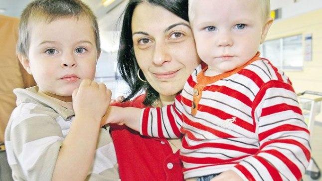 IGATSUS: Kahe väikese lapsega Eestisse putkanud Tsira on mures sõjatandrile jäänud abikaasa pärast. «Lapsed on väikesed, ei tea, mis kodumaal toimub,» on ta rõõmus, et põnnid sõjakoledust õnneks veel ei mõista.