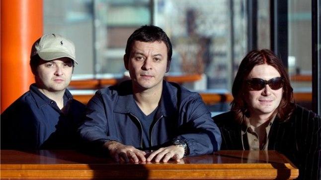 JÄID BÄNDIKAASLASETA: Manic Street Preachersi liikmed (vasakult) Sean Moore, James Dean Bradfield ja Nicky Wire.