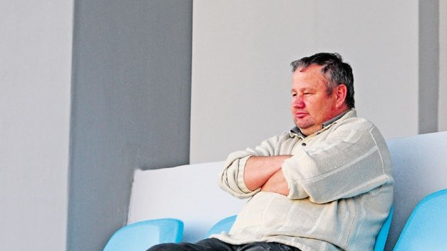 IKKA AMETIS? Kuigi Aavo Sarap peaks justkui olema vallandatud, vaatas ta eile õhtul Kalevi duubelmeeskonna mängu. «Täidan töökohust,» kommenteeris mees.