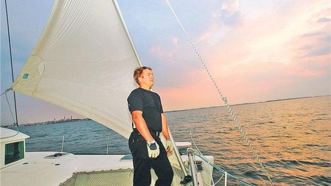 MEREÕHK TEEB VABAKS! Katamaraan Illo kapten Villu Tamtik naudibki purjetamise juures enim, et kõrvu ei häiri mootoriurin ja alus liigub vaikselt sahisedes looduse jõul mööda vett edasi.