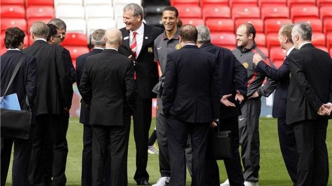 4f2e518a14f FIFA delegatsioon inspekteerimas Manchester Unitedi koduväljakut Old  Traffordi, mis 2018. aasta MMil oleks samuti