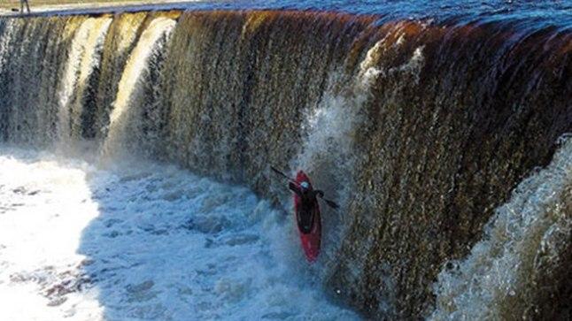 спуск на лодках по водопаду
