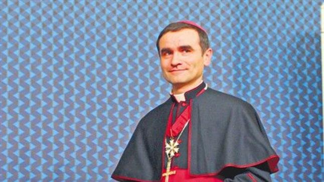 SAATAN TÕRJUTUD: Katoliku kiriku piiskop Philippe Jourdan selgitab, et katoliku kirik on inimkehasse pugenud langenud ingleid välja ajanud  juba 2000 aastat.