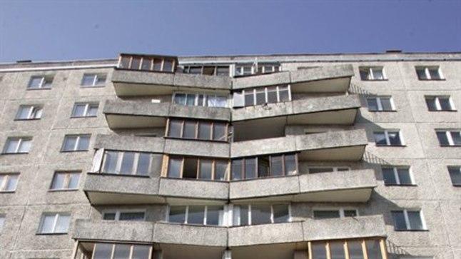 Paneelmajas: Vaaraosipelgad armastavad ka linnade paneelmajarajoonides elutseda, kus liiguvad mööda soojaveetorusid ja seinapragusid korterist korterisse. Pildilolev maja pole looga seotud.