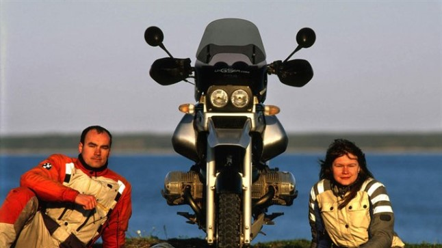 TSIKLIGA ÜMBER MAAKERA: Kariina Tšurin ja Margus Sootla alustasid oma ümber maakera reisi 1. oktoobril 2008. Kolm aastat ja ligi 170 000 kilomeetrit hiljem on nad kodus tagasi. Õnnelikud ja uhked, et oma unistuse teoks tegid.