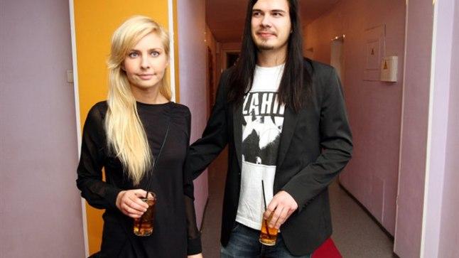 NAGU PAAR MUISTE: Kuigi Kallervo väitel olid nad Piretiga 6. jaanuari õhtul toimunud Raadio 2 aasta hittide gala ajaks juba lahus, ei näidanud kumbki seda kaamerate ees välja.