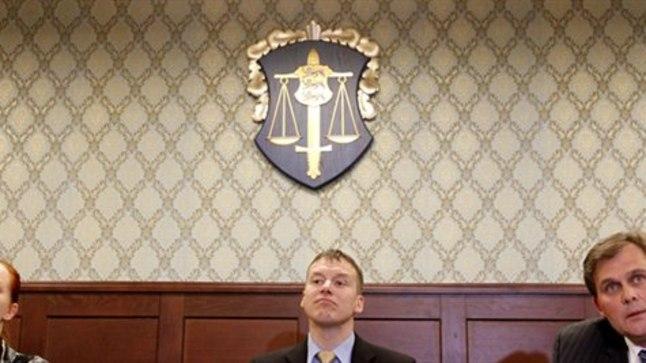 Pressikonverents riigiprokuratuuris 22. veebruaril 2012, millel teatati kaitsepolitsei juhtivtöötaja kahtlustamises riigireetmises. Vasakult: juhtiv riigiprokurör Heili Sepp, riigi peaprokurör Norman Aas ja kaitsepolitseiameti peadirektor Raivo Aeg.