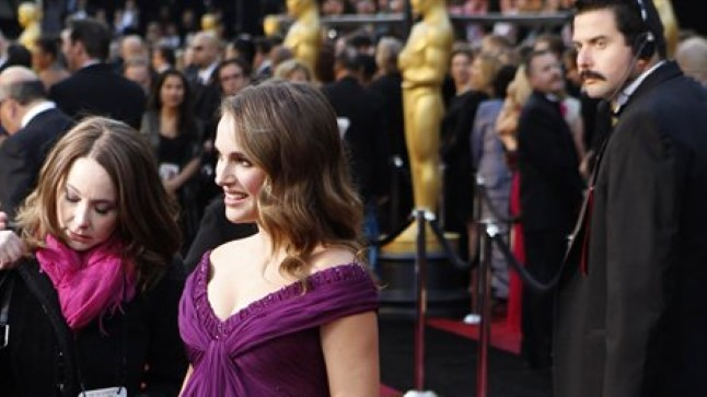 Natalie Portman 2011. aasta Oscarite jagamisel