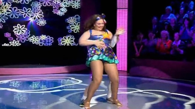 TANTSUHOOS: Natalja ei teadnud kuni viimase taktini, et tantsib paljastatud rindadega.