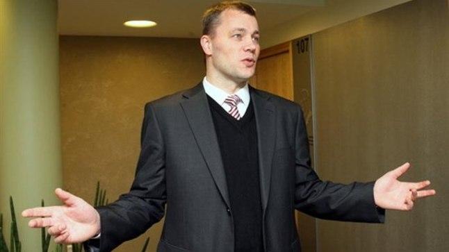 Eesti Energia tuumaenergeetikaosakonna juhataja Andres Tropp kohtus Tallinnas luusiva karuga.