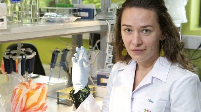TEADLANE JA TEMA ISE: Geneetik Riin Tamm hoiab kahe näpu vahel iseennast – selles paarimilliliitrises topsis on viimne kui üks tema geen.