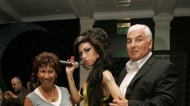 Amy Winehouse vanematega