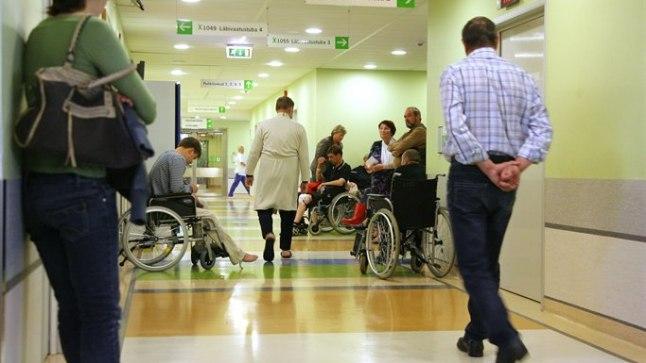 OOTAVAD: Hädaliste rohkuse tõttu pidi traumapunktis eile arsti vastuvõtule saamiseks ootama ligi kolm tundi.