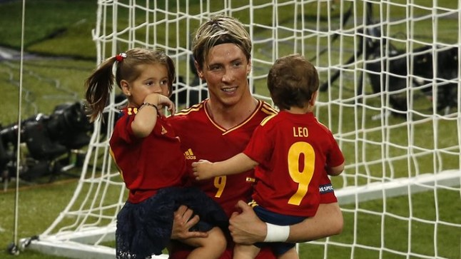 Nora ja Leo oma kuulsa issi - Fernando Torrese süles.