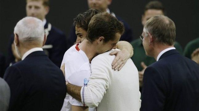LEGENDI LOHUTUS: Roger Federer (paremal) on murdnud Andy Murray ja kodupubliku südamed.