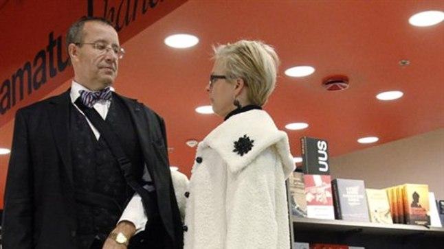 President Toomas Hendrik Ilves abikaasa Evelini ja perelemmiku Eeduga.