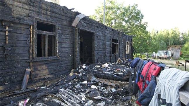 MAANI MAHA: 1924. aastal ehitatud maja hävis neljapäeva õhtul tulekahjus täielikult. Tegu oli pereema vanaema koduga.