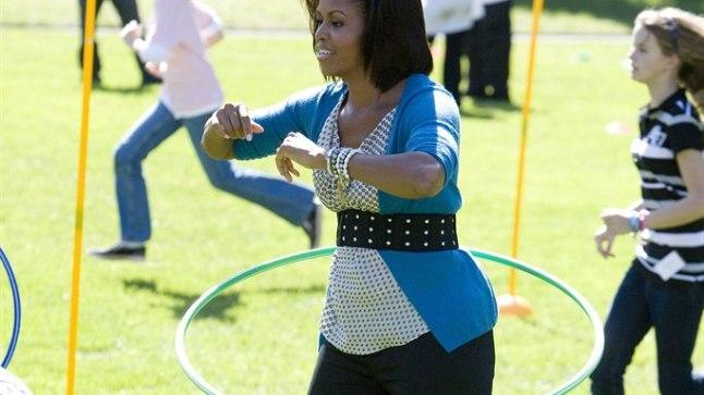Michelle Obama hularõngast keerutamas.
