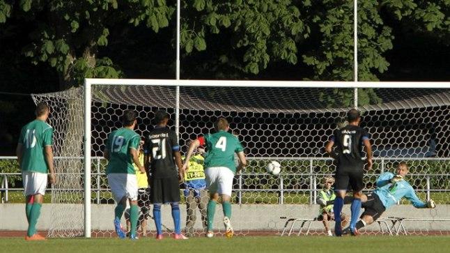 KARISTUS: Juliano Spadacio viib Famagusta Anorthosise kahtlasest penaltist 1:0 juhtima.