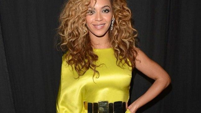 1. juulil BET Awardsi auhinnagalal olid Beyoncél veel tavapärased kiharad.