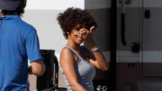 """Halle Berry 17. juulil uue flmi """"The Hive"""" võtetel. Sama päeva õhtul viidi ta võtteplatsilt haiglasse."""