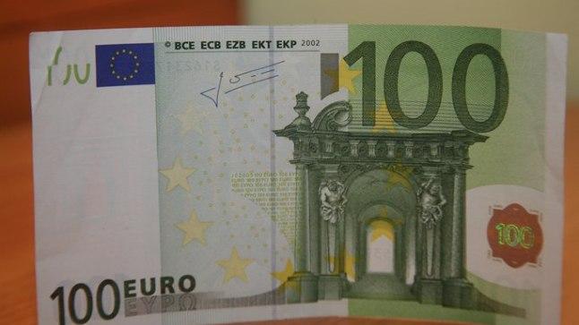 Tartus maksti võltsitud 100-eurose kupüüriga.