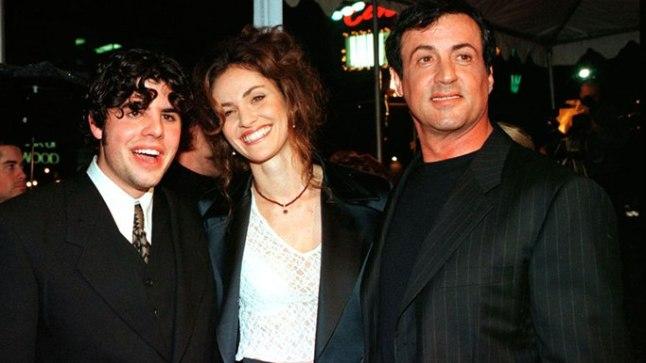 """Sage Stallone 1996. aastal koos isa ja näitlejanna Amy Brennemaniga filmi """"Daylight"""" esilinastusel. Film oli pärast 1990. aasta """"Rocky V"""" teine linateos, kus isa ja poeg koos mängisid."""