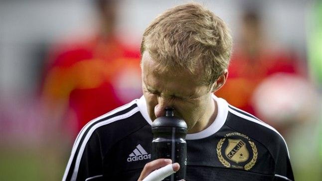 ÕIGES KOHAS: Eino Puril oli enda sõnul parasjagu õnne, et esimese värava puhul pall just tema jalale sattus.