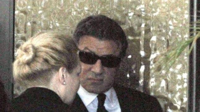 66aastane Sylvester Stallone oma vanima lapse matustel. Esimesest abielust on näitlejal kaks poega, kolmandast kolm tütart.