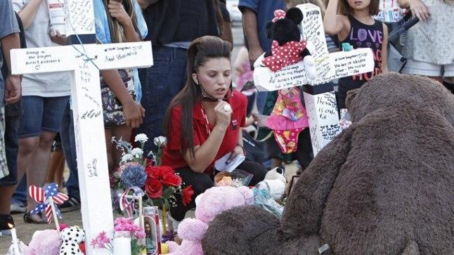 Colorado hukkunute mälestuseks süüdatud küünlad