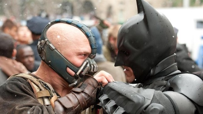 Bane ja Batman madistamas lumises Gothamis