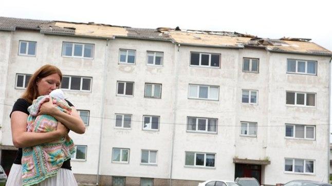 KATUS LÄINUD: Mari paarinädalane laps elas üle elu esimese trombi. Nende kodu katuse aga viis iil kaasa.