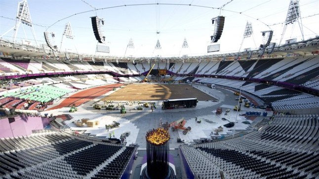 Sel pildil lõõmab olümpiatuli staadionil.