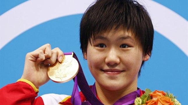 Poodiumil seistes ei osanud Ye Shiwen ilmselt oodatagi, et teda hiljem dopingu tarvitamises süüdistama hakatakse.