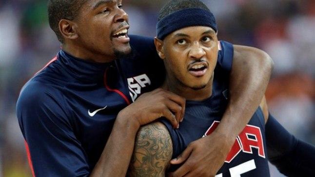 Kui esimesel poolajal ei tahtnud Carmelo Anthony (paremal) visked kuidagi minna, siis teisel poolajal lammutas mees mõnuga