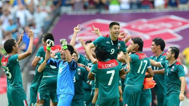 TRIUMF: Mehhiko jalgpallikoondis jagab olümpial võidurõõmu.
