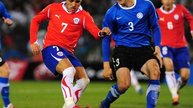 Mikk Reintam (paremal) Eesti koondist esindamas eelmise suve sõprusmängus Tšiili vastu.