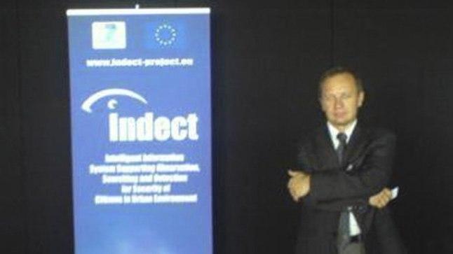 VÕIMUKAS: Indecti esindaja Jan Derkacz tutvustab projekti.