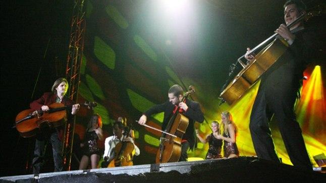 PALJU VÕIMALUSI: Et tšellodega ei pea mängima ainult klassikalist muusikat, neid maha toetama või poognat kasutama, näitab tšellokvartett C-Jam.