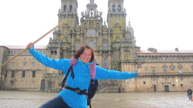TEHTUD! 31. mail Tartus jalgsirännakut alustanud Maarika Traat jõudis reedel Hispaanias Santiago de Compostela katedraali ette, mis on palverändurite püha paik.