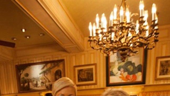 Evelin Ilves andis Paul Bocuse'i abikaasale Raymonde Bocuse'ile üle kutse korraldada Bocuse d'Or Euroopa voor 2018. aastal Eestis.