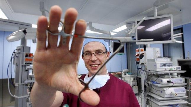 150 MAGU AASTAS: Eestis tehakse aastas 500–600 maovähendusoperatsiooni, umbes 150 neist patsientidest kaotavad oma ülekilod doktor Kauri käe all.