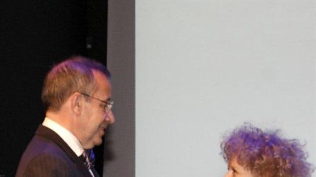 Veronika Valk sai president Toomas Hendrik Ilveselt noore arhitekti preemia.