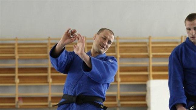 UUS LOOTS: Aleksei Budõlin eilsel treeningul õpilasi juhendamas.
